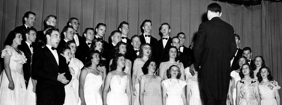 choir performs in 1948