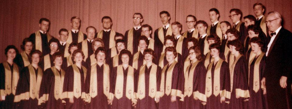1962 choir on stage with Walt