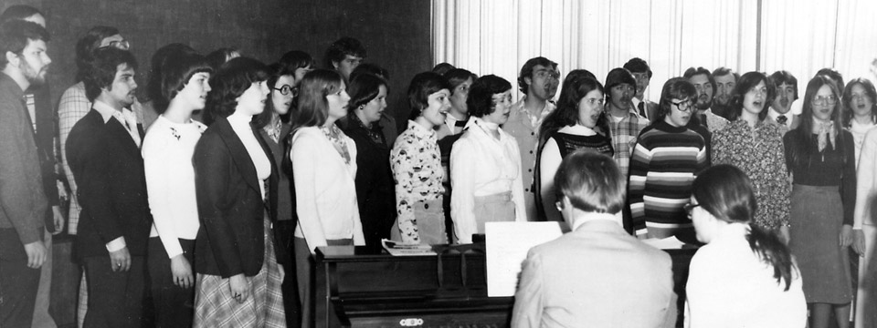 1977 tour choir sings at hospital