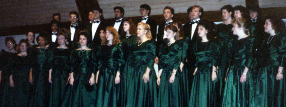 1991 choir on stage